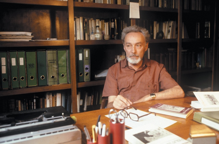 Primo Levi in his studio, Turin, 1981