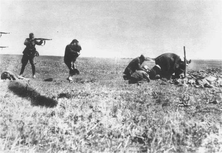 1280px-Jew_Killings_in_Ivangorod_(1942)