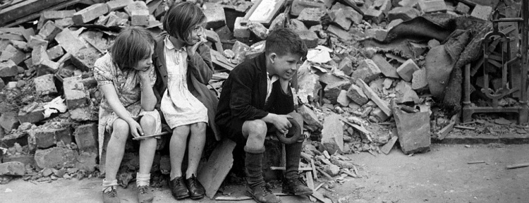 1280px-WWII_London_Blitz_East_London